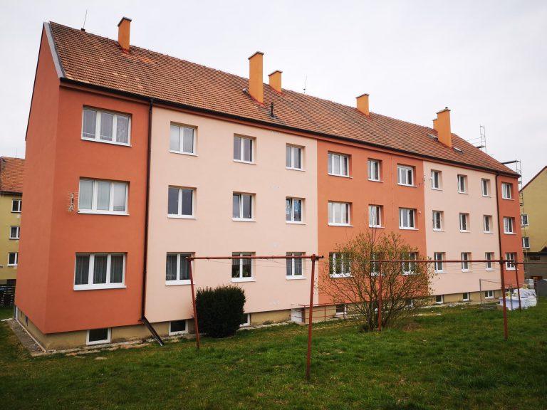 Ukázka provedených opatření pro bytový dům v Moravské Třebové firmou HNK revital s.r.o. Zpracování projektové dokumentace, zateplení obálky domu, zateplení stropu suterénu, zateplení podlahy půdy.